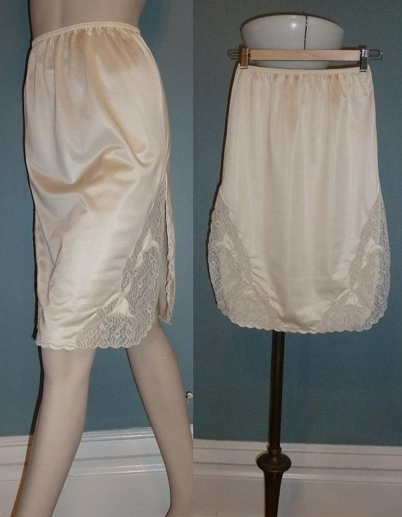 9322b345da 70s Cream Half Slip - Lace Trim - Scalloped Edges - Sears Skirt Slip -  Vintage 1970s - S