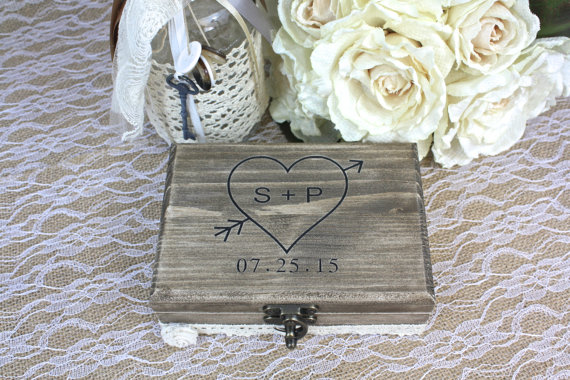 Hochzeit - Ring Bearer Box, Keepsake Box Engraved With Your Bride And Groom's Initials And The Date Of The Wedding, I DO