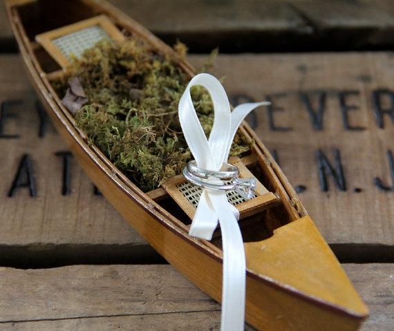 Hochzeit - Canoe Ring Bearer Pillow-Canoe Wedding-Canoe Wedding Decorations-Rustic Wedding-Northwoods Wedding-Adirondack Wedding
