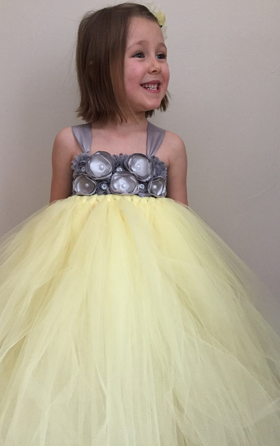 Mariage - Yellow and silver grey girld flower girl dress, spring wedding, girls yellow tulle dress, yellow and silver wedding