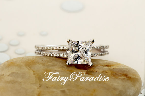 Mariage - 1 Ct (6 mm) Princess Cut Man Made Diamond Crown Setting Solitaire Engagement Rings / Wedding Promise Ring in Split Shank Band, FairyParadise
