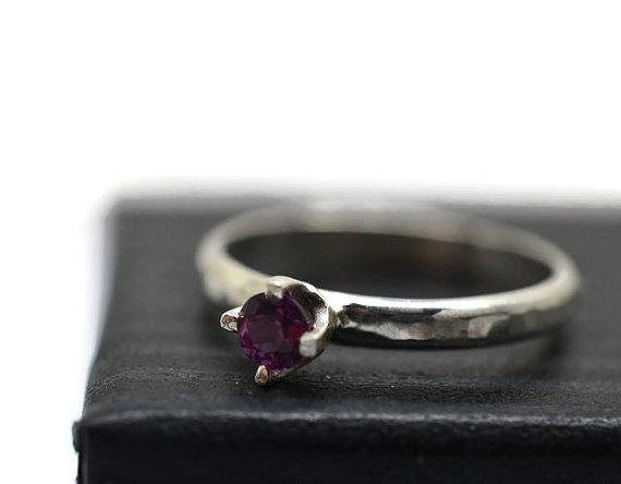 Mariage - Tiny Garnet Ring, Simple Engagement Ring, Rhodolite Garnet Ring, 3mm Gemstone Ring, Minimalist Promise Ring