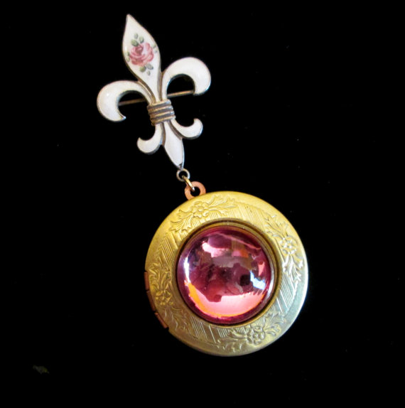 زفاف - Rose of Sharon - Pink and Guilloche Bridal Bouquet Locket