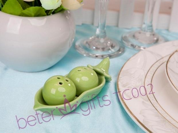 Mariage - Two Peas in a Pod Salt and Pepper Shakers TC002 Wedding Gifts
