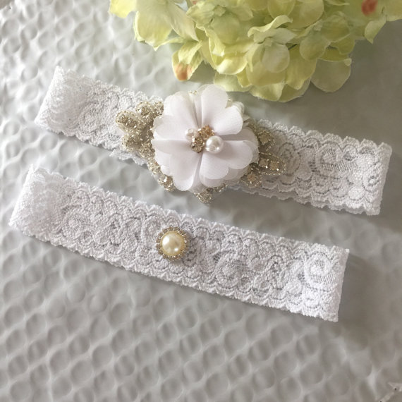 Mariage - White Bridal Garter Set,Wedding Garter Belt Set,Chiffon Garter,Rhinestone Pearl Garter,Wedding Toss,Brooch Garter,Prom Garter,Keepsake