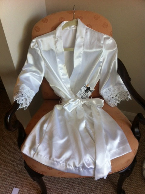 Свадьба - The Venetian Robe- Brides and Bridesmaids robes with imported Venetian lace, dressing gown (pictured in Bridal White)