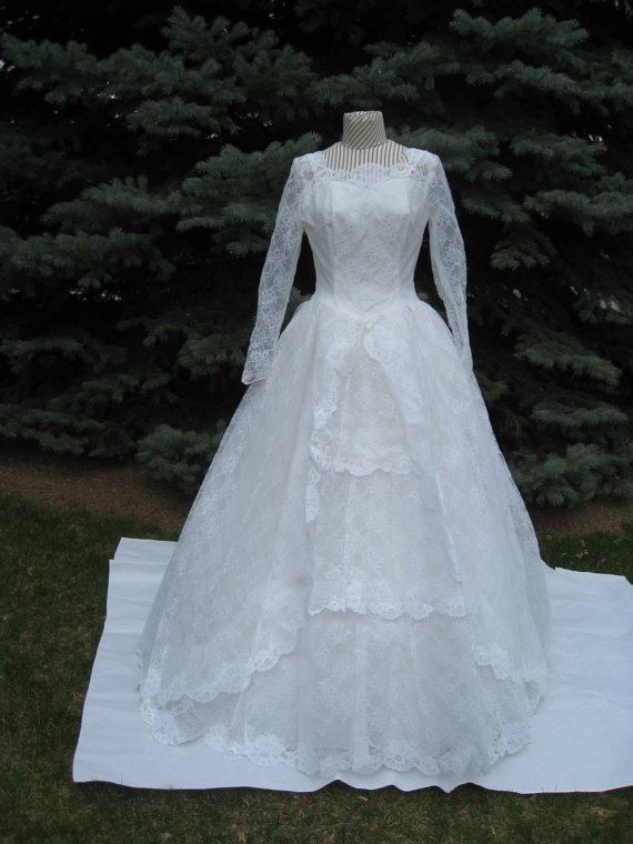 1950\'s-60\'s White Lace Dropped Waist Full Ballgown/Princess/ Royal ...