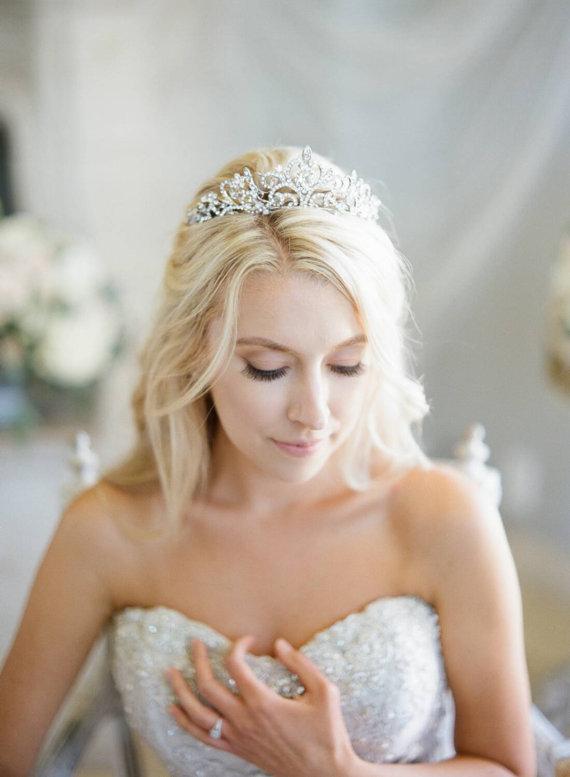 Mariage - Swarovski Crystal Bridal Tiara, Heart Bridal Tiara, Crystal Wedding Crown, Rhinestone Tiara, Bridal Tiara, Diamante Diadem, Crystal Crown