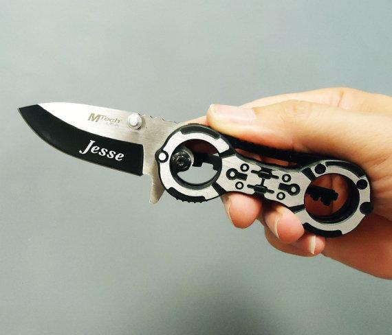 Mariage - Engraved Knife, Wedding, Groomsmen, Engraved Black Hand Cuff Design Pocket Knife, wedding, groomsmen, birthday, special occasion gift