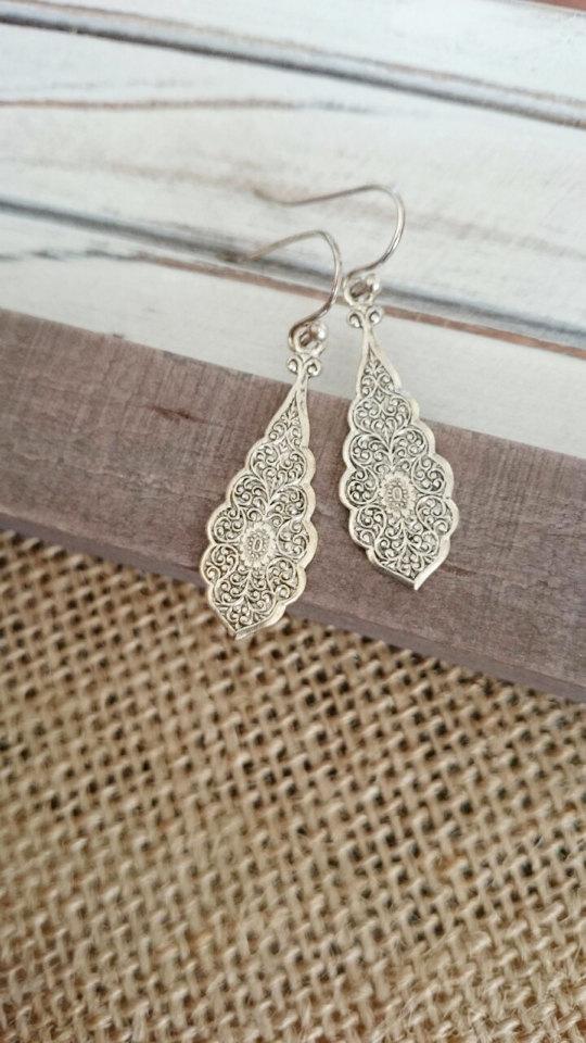 Mariage - Antiqued Silver filigree teardrop earrings,scalloped edge floral earring, drop earrings, Filigree earrings, silver earrings.