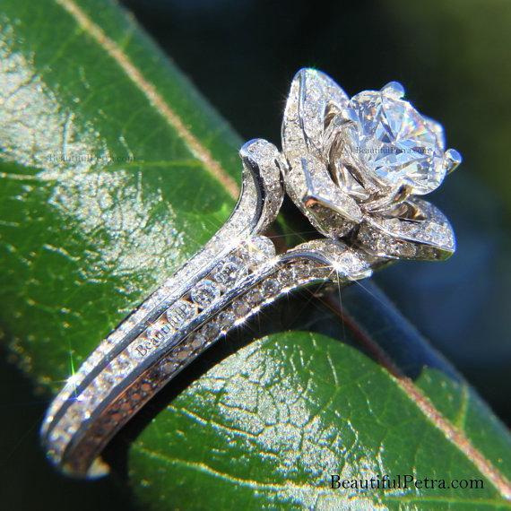 Mariage - Gorgeous UNIQUE Flower Rose Diamond Engagement Ring - 1.95 carat - 14K white gold - wedding - brides - custom made - art deco - fL01