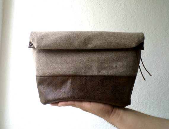 Свадьба - Toiletry bag, roll-up men bag,shaving bag, groomsmens gift, lunch bag, dopp kit,Faux suede and capuccino wool.