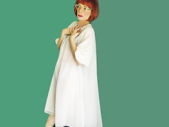Свадьба - SALE Vintage Vanity Fair White Double Chiffon Robe - 50s Nylon Robe - Vintage Bridal Lingerie