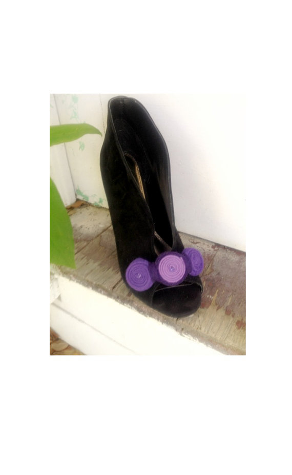 Düğün - Purple Shoe Clips. Lavender Orchid Handmade Swirls, Spring Fashion Shoe Clip. Bridal Bride Bridesmaid Gift, Whimsical Playful Fun Felt Heels