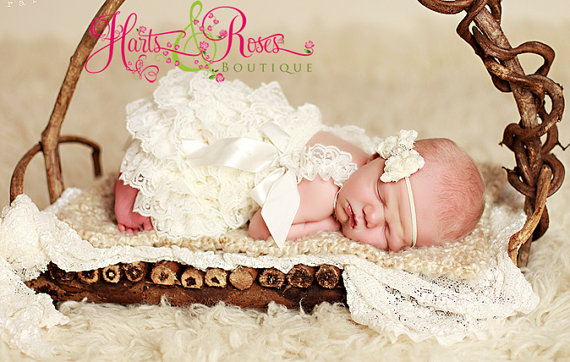 Hochzeit - Baby Girl Clothes-Newborn Girl Clothes-Baby Girl Outfit-Baptism Outfit-Wedding Dress-Lace Dress-Ivory Lace Dress up-Flower Girl Dress