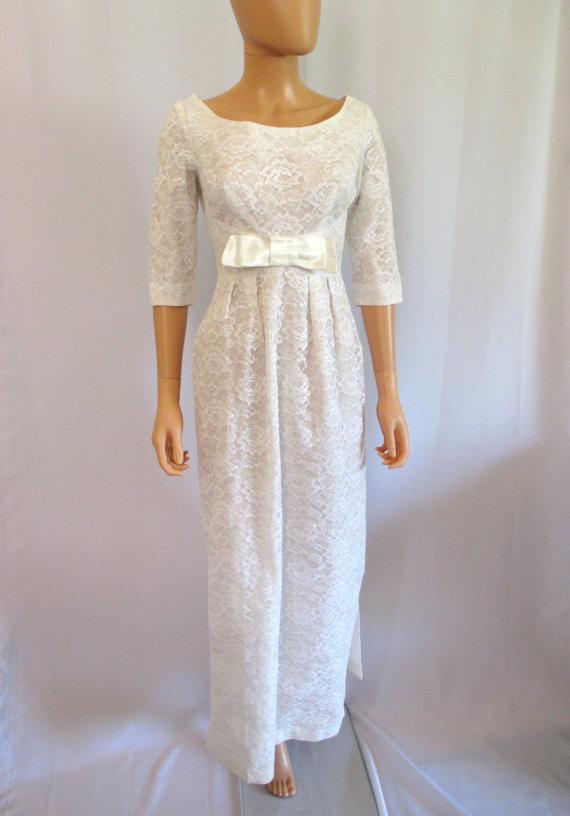 Mariage - 1960s White Lace Empire Waist Wedding Dress w/ Sash Train