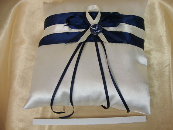 Mariage - Ivory and Navy Blue Ring Bearer Pillow with Air Force Deco