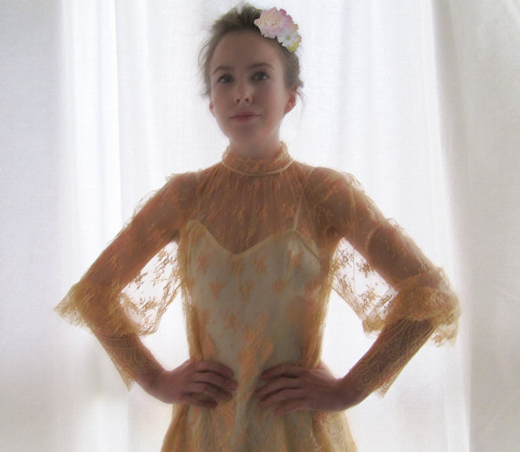 Mariage - 1980's French lace wedding dress single model