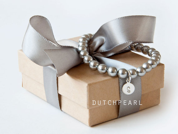 زفاف - SILVER GREY 6mm pearl bracelet - bridesmaid gift monogram charm personalized wedding jewelry personal charcoal - will you be my bridesmaid