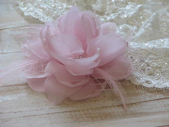 Hochzeit - Pink wedding flower Pink headpiece Pink hair flower Pale pink hair flower Pink hair clip Pink hair feathers pin Pink veil Pink bride veil