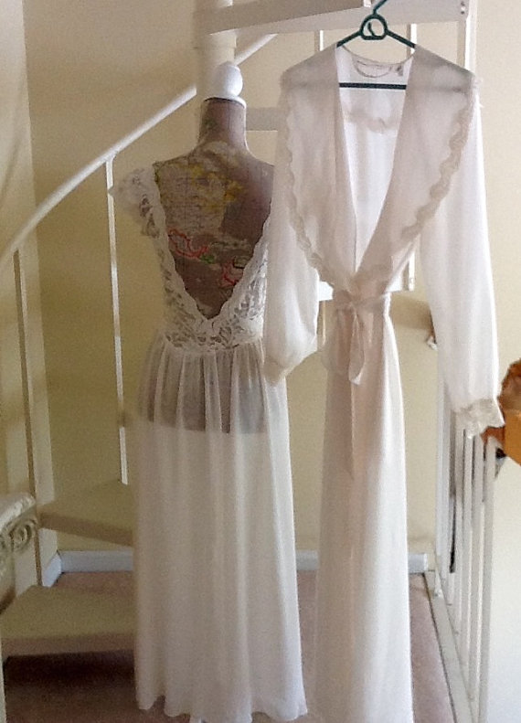 b1056cc39c8d1 Vintage Victoria Secrets Bridal Lingerie Set / With Tags / SZ M / Peignoir  Set / Bridal Night Gown Set / Shower Gift