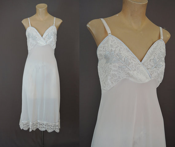 Свадьба - Miss Deb sz34 Bust - White Full Nylon Slip with Blue Satin Trim and Lace Bust - Vintage 1950s