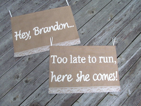 زفاف - Custom Wedding Sign - Too late to run, here she comes - Burlap wedding banners - Personalized sign - Personalized Banner