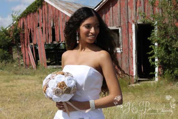 Mariage - Rustic Chic Burlap Bouquet, Champagne, Gold, White, & Burlap Fabric Bouquet, Burlap Bouquet, Country Theme, Farm Chic Wedding