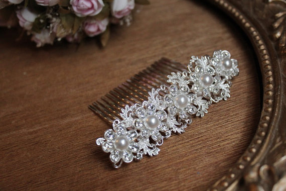 Hochzeit - Beautiful silver color hair comb with sparkling rhinestones
