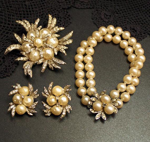 Свадьба - Vintage Pearl Bracelet Brooch Earrings Wedding Bridal Jewelry Silver Cream Ivory White Pearls Clear Diamond Rhinestones Carnegie 1940s isj