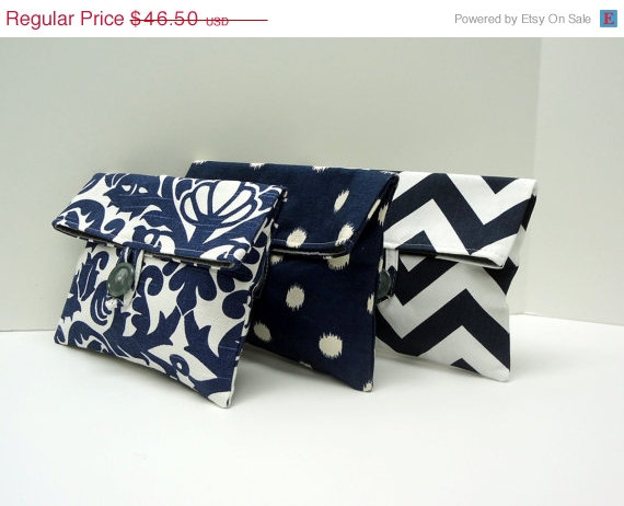 Mariage - ON SALE READY To Ship Navy Clutches Set of 3 Bridesmaid Gifts Gray and Navy Wedding Idea