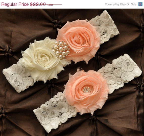 Свадьба - SALE Wedding Garter, Bridal Garter Set - Ivory Lace Garter, Keepsake Garter, Toss Garter, Shabby Chiffon Rosette Light Peach Ivory Wedding G