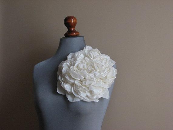 Mariage - Ivory wedding flower Ivory bridal flower Bridal ivory clips Bridal sash flower Ivory wedding dress Bridesmaid dress Bridal ivory sash