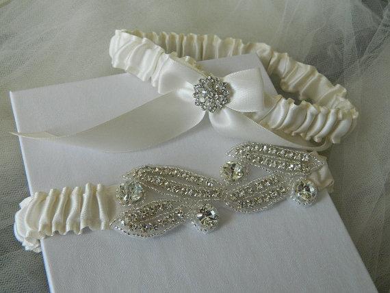 Свадьба - Wedding Garter,Bridal Garter Set, Off White Satin With Rhinestone Applique