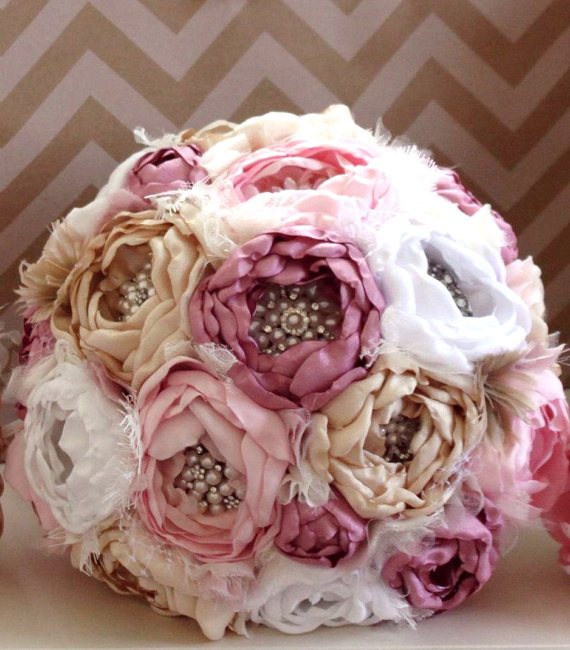 Mariage - Heirloom brooch bouquet. Fabric peony flowers in dusty rose,blush, champagne and white. Jane Austin inspired.