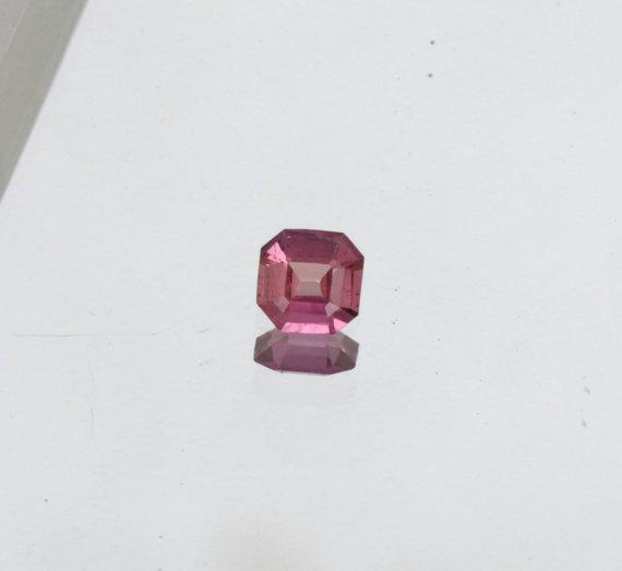 Mariage - Asscher Cut Purplish Pink Sapphire  for Fine Gemstone Jewelry Engagement Ring or Pendant September Birthstone