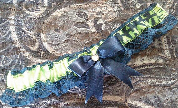 Свадьба - Seattle Seahawks Inspired Football NFL Garter w/ Navy Lace