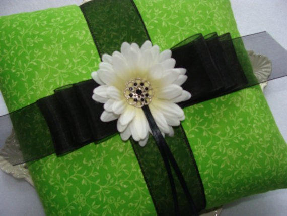 Hochzeit - Wedding Ring Bearer Pillow - SALE ITEM - White Daisy on Lime and Black