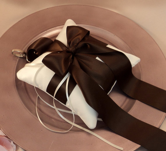 Свадьба - Pet Ring Bearer Pillow...Made in your custom wedding colors...shown in ivory/chocolate brown