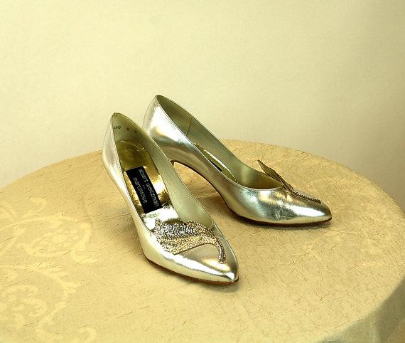 Hochzeit - 1980s heels silver metallic Stuart Weitzman wedding shoes Size 8
