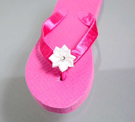48ad28280e6c BRAND NEW Girls White Flower Rhinestone Studded Flip Flop Bridal Party Bride  Wedding Shoes