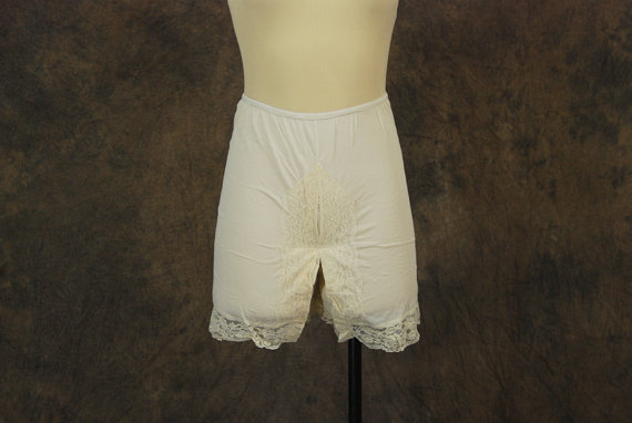 Mariage - vintage 60s Bloomers - White Nylon and Ruffled Lace Tap Pants Pettipants Sz S