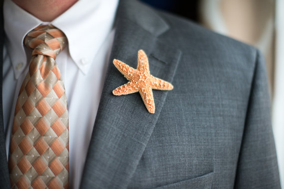 Mariage - 5 Sugar Starfish Boutineers Beach Wedding Accessory Boutonniere