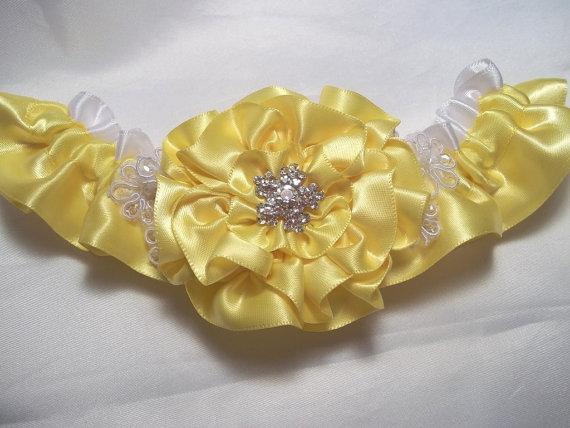 Mariage - Yellow Wedding Garter, Canary Yellow Rose and Lace Daisies Garter, Bridal Garter with Rhinestone Center, Prom Garter