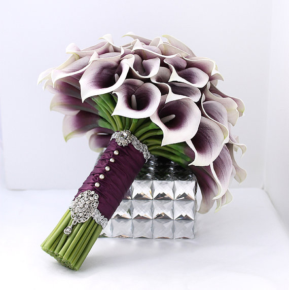 Mariage - Majestic Purple Bridal Bouquet Real Touch Picasso Purple Calla Lily Bouquet Mini Calla Lillies Wedding Flowers