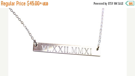 Mariage - ON SALE WEDDING Date Necklace, Personalized Sterling Silver Bar Necklace, Gold bar Necklace, Engraved Necklace, Roman Numeral Bar Initial Mo