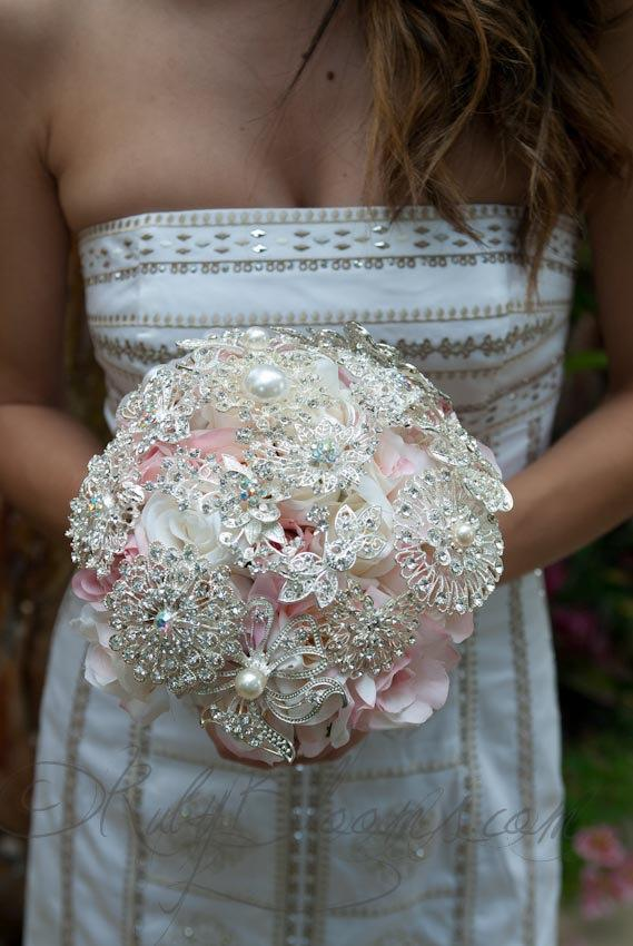 "Mariage - Bride Brooch Bouquet, ""Romantic Feminine"" Silver Blush Pink Wedding Brooch Bouquet. Pastel Pink Bouquet. Crystal Broach Bouquet, Ruby Blooms"