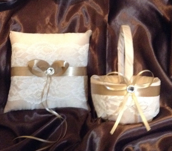 Mariage - custom made satin pillow and basket champagne and ivory lace