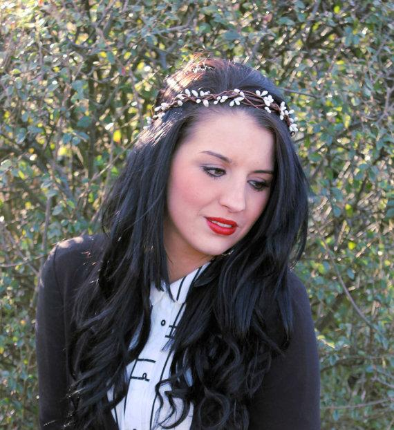 Boda - White Pip Berry Woodland Crown Halo, Flower Girl Bridesmaid, Boho Wedding, Berry Head Wreath, Winter Wedding