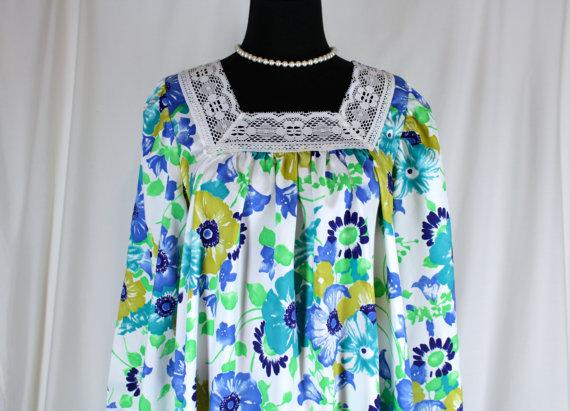 Hochzeit - Vintage Nightgown Dutchmaid Blue and Green Floral Medium